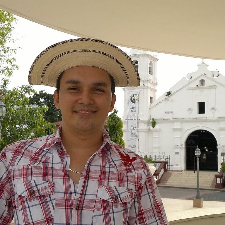 Javier E Domínguez C