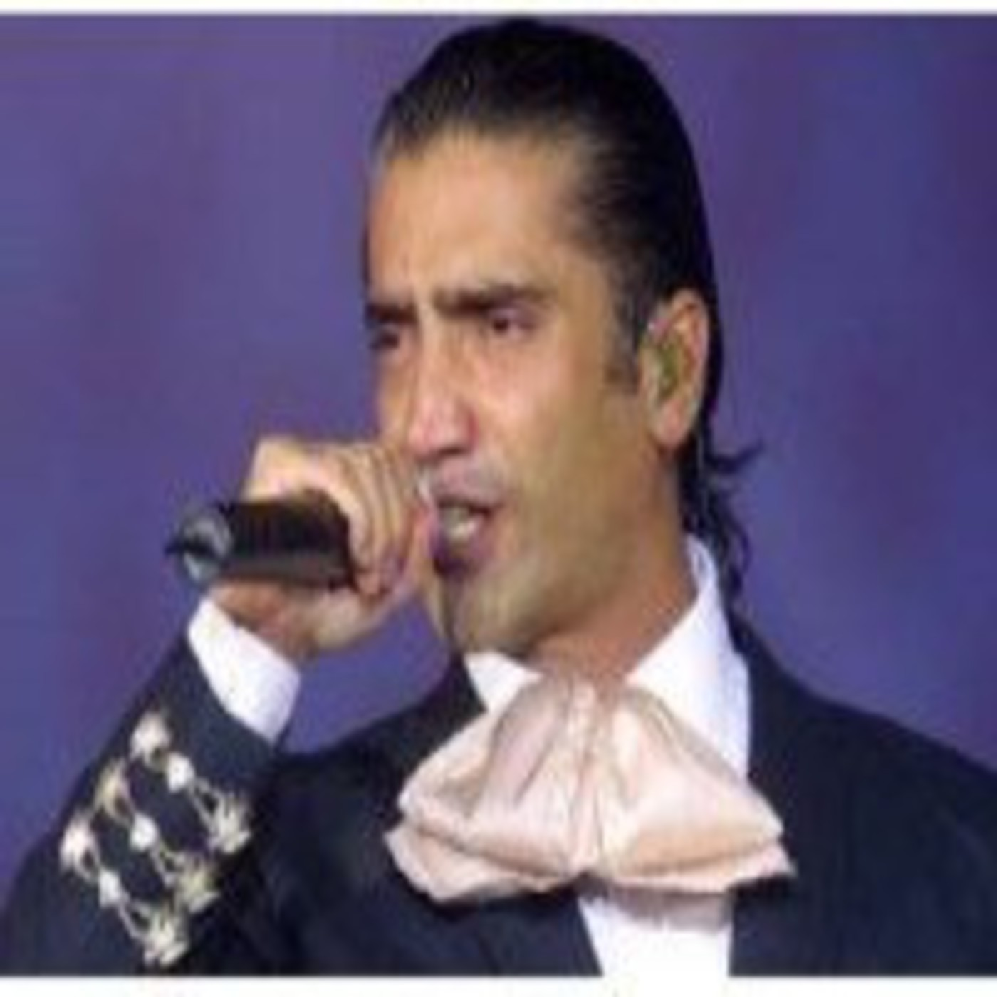 Alejandro fern ndez especial m sical en especiales for Alejandro fernandez en el jardin mp3