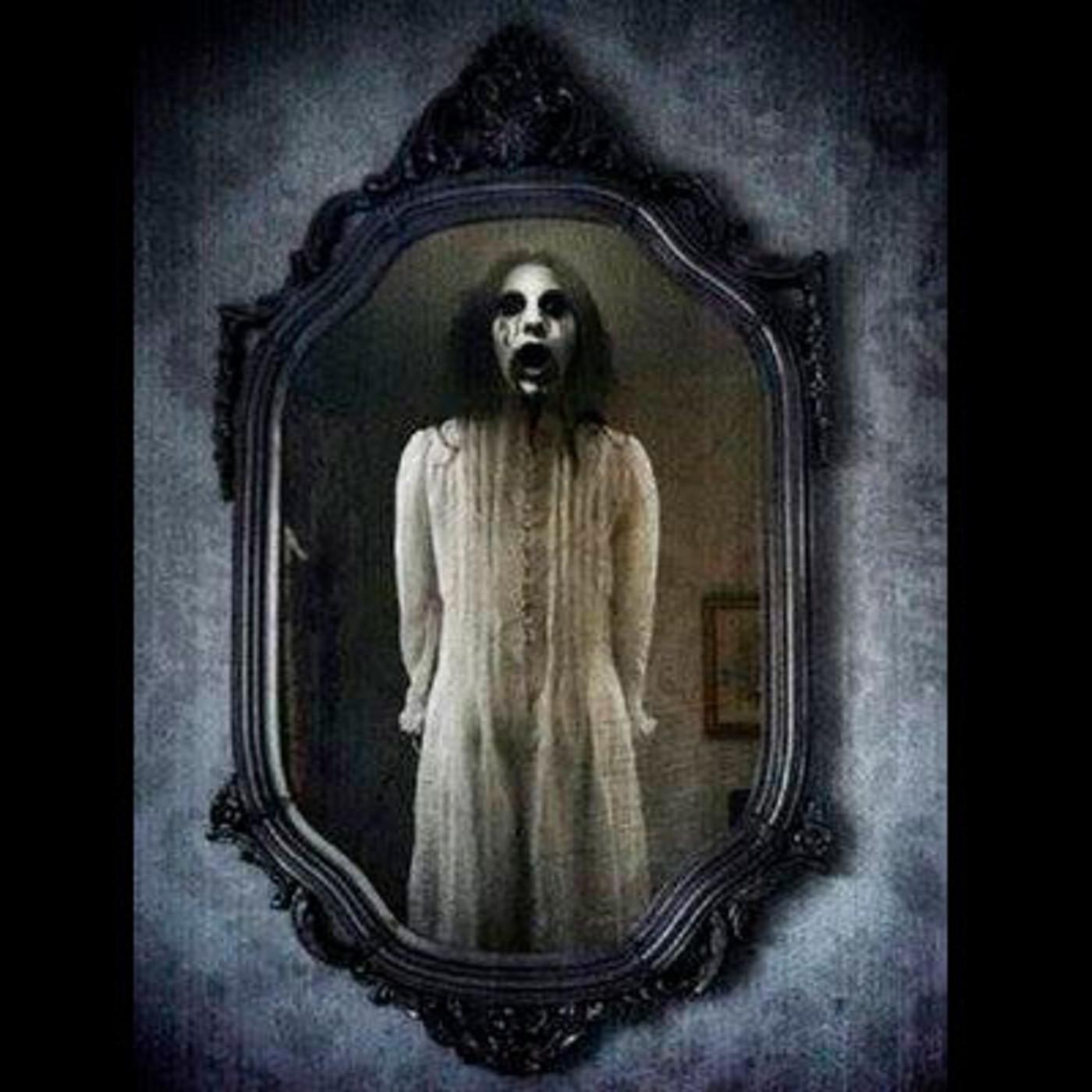 Viaje a otra dimensi n te miran desde el espejo en - Espejo de viaje ...